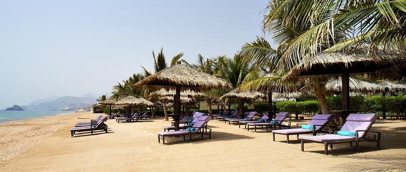 Le Meridien Al Aqah Beach Resort Strand